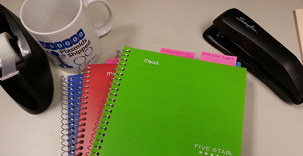 Notebooks-organized-with-colored-post-its