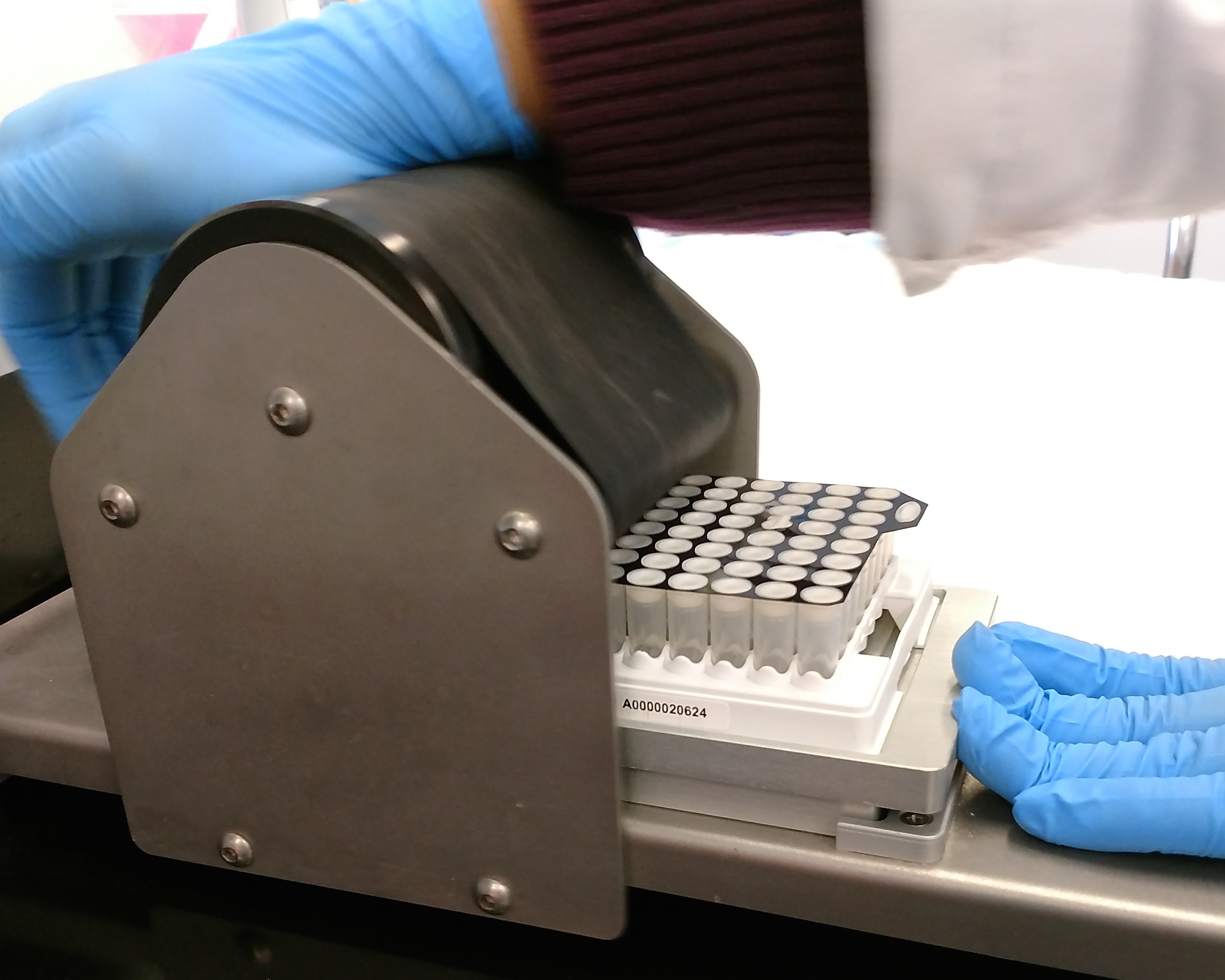 micronic cap sealer.jpg